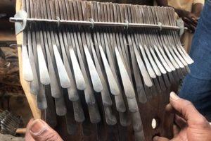 ムビラの歴史に新しい1ページが刻まれた!ガリカイ氏が50本キーのムビラを創作